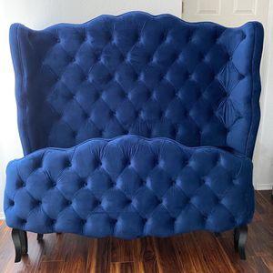 Gorgeous Brand New Queen Wingback Platform Bed in Tuffed Navy Blue -Victorian Style - for Sale in Chula Vista, CA
