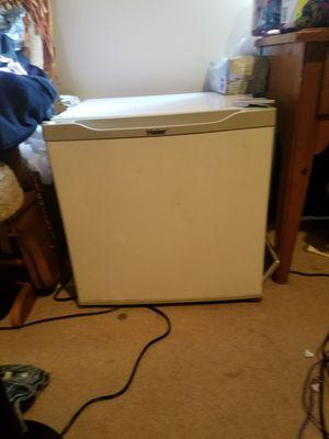 White mini fridge in great condition for Sale in Medina, OH