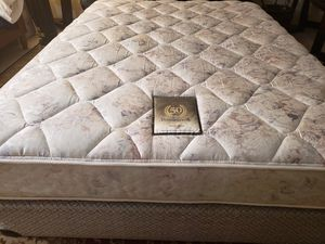Queen Mattress box spring bed frame Sealy Posturpedic for Sale in Lynnwood, WA
