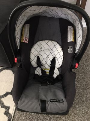 Graco SnugRide Click Connect 30 Infant Car Seat for Sale in Pasco, WA