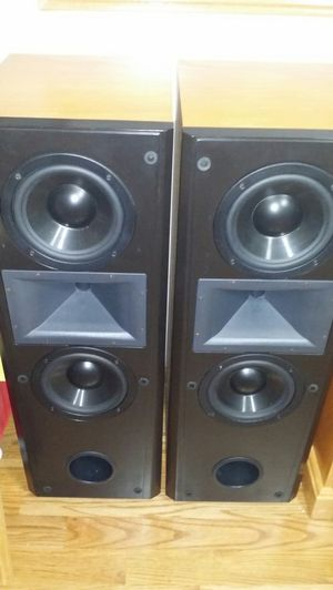 2 klipsch cf2 speakers, everything is working good and very good condition. for Sale in West Chicago, IL