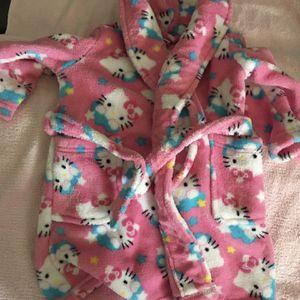 Size 3T Hello kitty bathrobe like new for Sale in Phoenix, AZ
