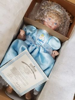 Ashton Drake Cinderella Porcelain Doll With COA In BOX Never Displayed NEW for Sale in Estero,  FL