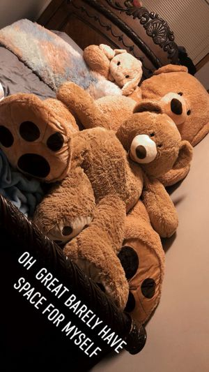 8ft long Teddy bear for Sale in Coon Rapids, MN