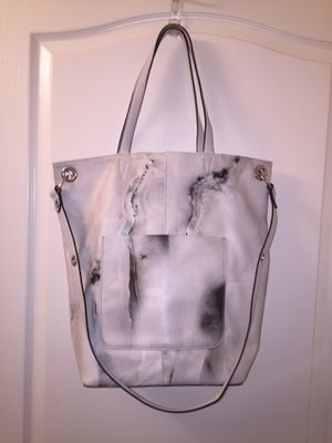 NEW SIMPLY VERA WANG WHITE/BLACK HOBO for Sale in Las Vegas, NV