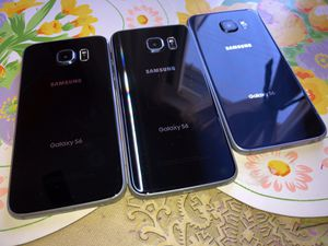 3 galaxy s6 for parts only. Lcd is damage. Don't turn on for Sale in Corona, CA