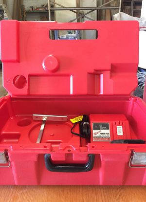 """Milwaukee 18V Drill and 6 1/2"""" saw for Sale in El Centro, CA"""
