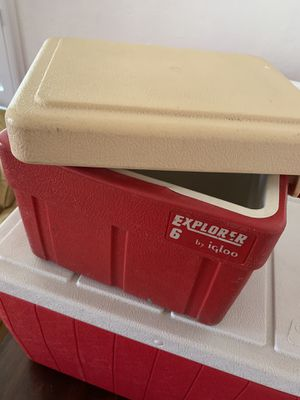 Igloo Small Cooler in good condition for Sale in San Diego, CA