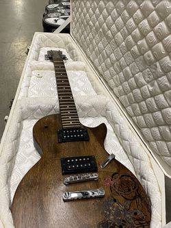 Coffin Case For Electric Guitar for Sale in Wenatchee,  WA