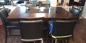 Beautiful 6 seat dinning room table for Sale in Aubrey, TX