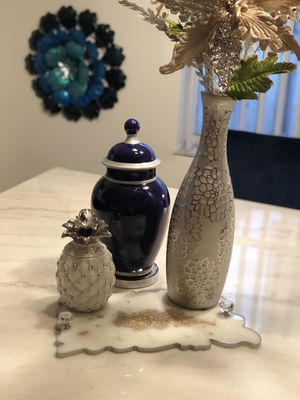 Silver Engraved Vase Gold Glitter Floral Arrangement Christmas Poinsettias Container Platinum Jar for Sale in Miami, FL