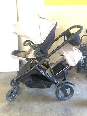 Britax B-Ready double stroller for Sale in Moreno Valley, CA
