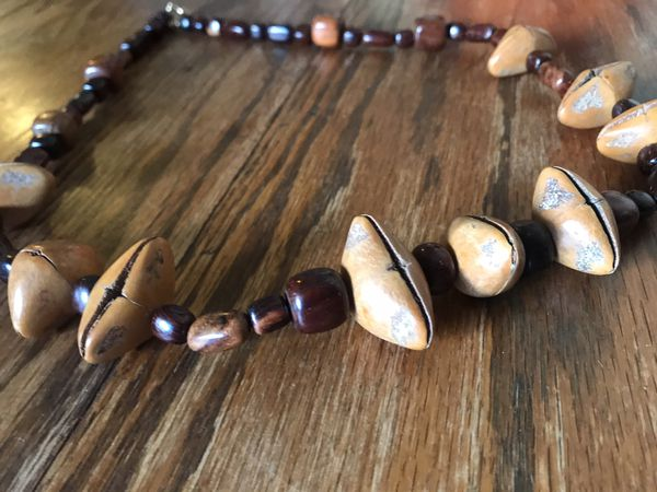 Wood style necklace