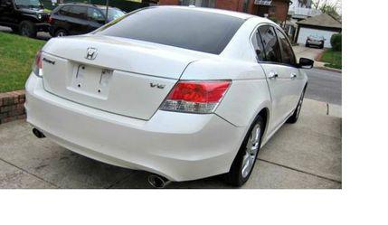 Super White. 2010 Honda Accord FWDWheels. for Sale in Santa Clarita,  CA