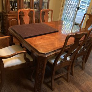 Hardwood Hutch And Dining Set Very High Quality for Sale in Danville, CA