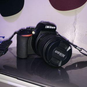 Nikon D5600 for Sale in Los Angeles, CA