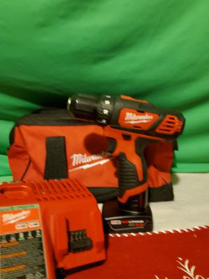 Milwaukee M12 DRILL DRIVER & 3.0 BATTERY & DUAL CHARGER & TOOL BAG SET for Sale in Beaumont, CA