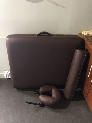 Earthlite Massage Table for Sale in Tacoma, WA
