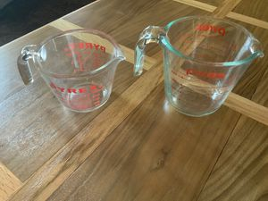 PYREX 1 CUP AND 2 CUP GLASS MEASURING CUPS. for Sale in Glendale, AZ