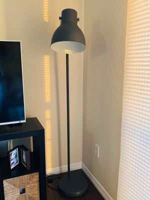 Floor Lamp with bulb Like new! for Sale in Miami, FL