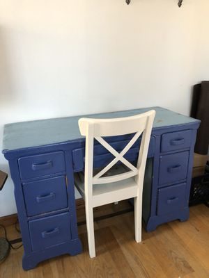 Charming desk with deep drawers for Sale in Brooklyn, NY
