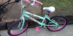 /*/*/*/* GIRLS 20 INCH BIKE *\*\*\*\ for Sale in Eastpointe, MI