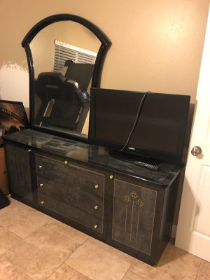 Dresser, Mirror and 2 Night Stands for Sale in Tampa, FL