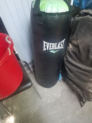 Everlast punching bag for Sale in Canoga Park, CA