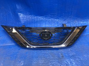 16 - 18 NISSAN SENTRA FRONT GRILLE OEM for Sale in Los Angeles, CA