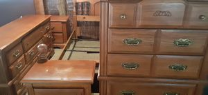Like new broyhill queen size bedroom set chest of drawers 2 night stands queen size poster bed frame dresser and mirror $475 for Sale in Ocala, FL