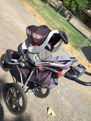Baby trend car seat and stroller for Sale in Yakima, WA