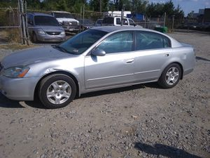 2003 Nissan Altima 2.5 150k miles runs and drives!!! for Sale in Temple Hills, MD