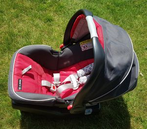 GRACO Rear Facing Infant Car Seat with Base for Sale in Rochester, MI