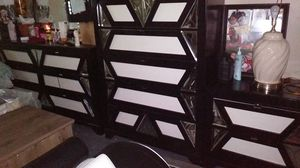 Bedroom dresser and head board set for Sale in Columbus, OH