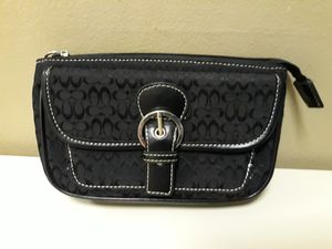 COACH CANVAS LEATHER TRIM CLUTCH PURSE for Sale in Queens, NY