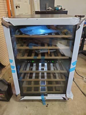 Frigidaire Dual Zones Wine Cooler 38 Bottle LED NEW CORNER DENTED for Sale in Hawaiian Gardens, CA