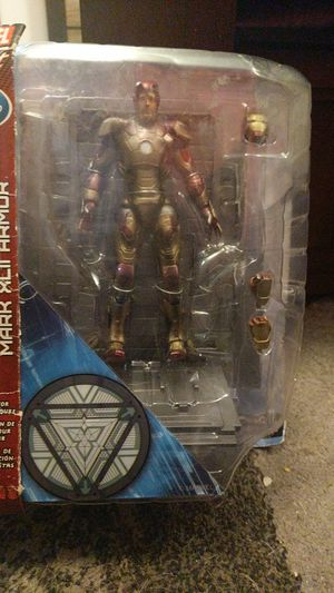 Marvel Select Battle Damaged Iron Man Mark XLII (Robert Downey Jr.) Action Figure for Sale in New York, NY