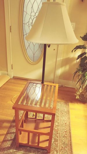 Nice end table with lamp for Sale in Lemon Grove, CA