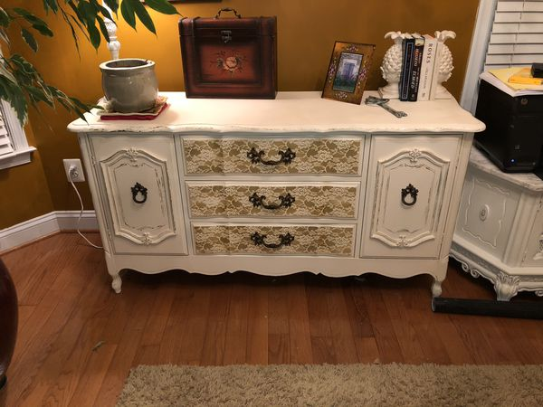 French Provincial/Shabby Chic Buffet/Dresser/Sideboard