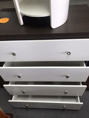New 5 drawer dresser for Sale in Alexandria, OH