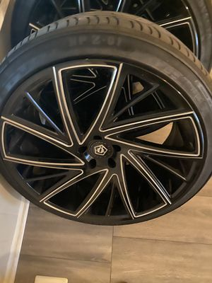 22 in rims like new a month old , tires new for Sale in Florissant, MO