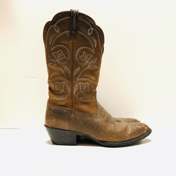 81c95abc6ff Ariat Heritage R Toe Western Boots size 9.5 for Sale in Austin, TX - OfferUp