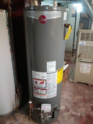 Hot water heater for Sale in Maple Heights, OH