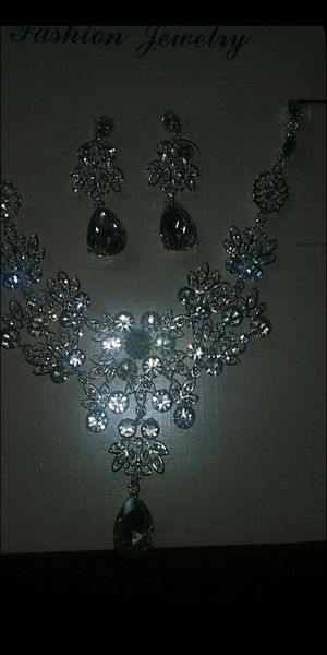 Sparkling charming luxury party set 2 pcs white crystal rhinestone for Sale in Richmond, CA