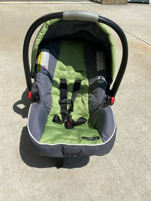 Graco infant car seat with car seat stroller with infant inserts for Sale in Belmont, NC