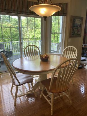 Farmhouse 5 piece Dining Set (with leaf) for Sale in Upton, MA