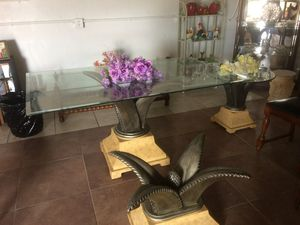 Dining room glass table. for Sale in Miami, FL