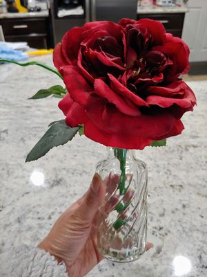 Faux Flower in a glass vase for Sale in Las Vegas, NV