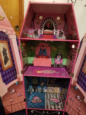 Monster high themed dollhouse 30.00 for Sale in New Port Richey, FL