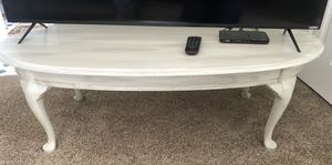 Oval Off White Coffee Table in excellent Condition! for Sale in Riverton, UT